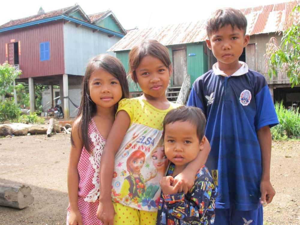 Des enfants font la pause devant ma caméra au Cambodge