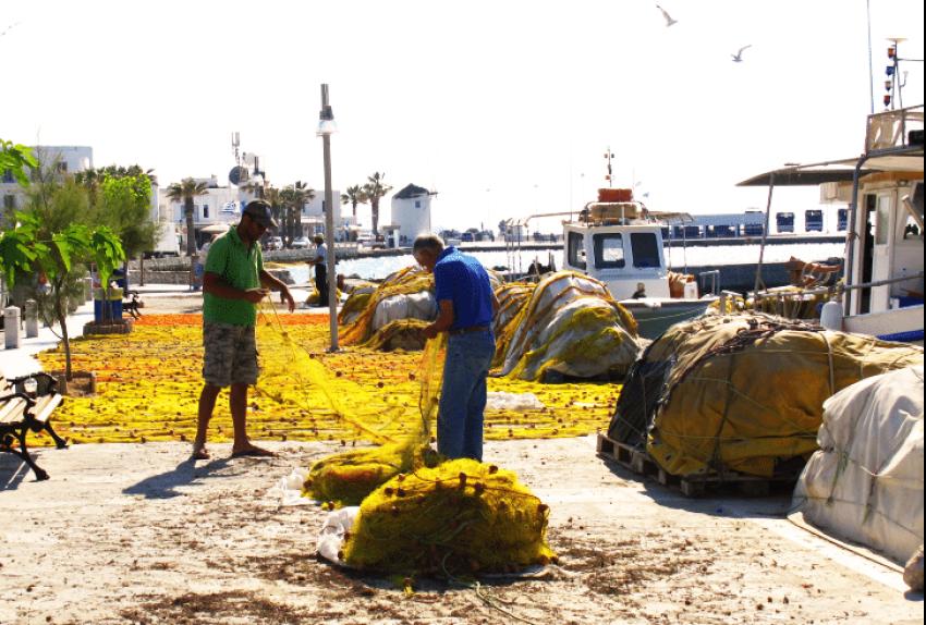 Pêcheurs à Paros, Cyclades, Grèce