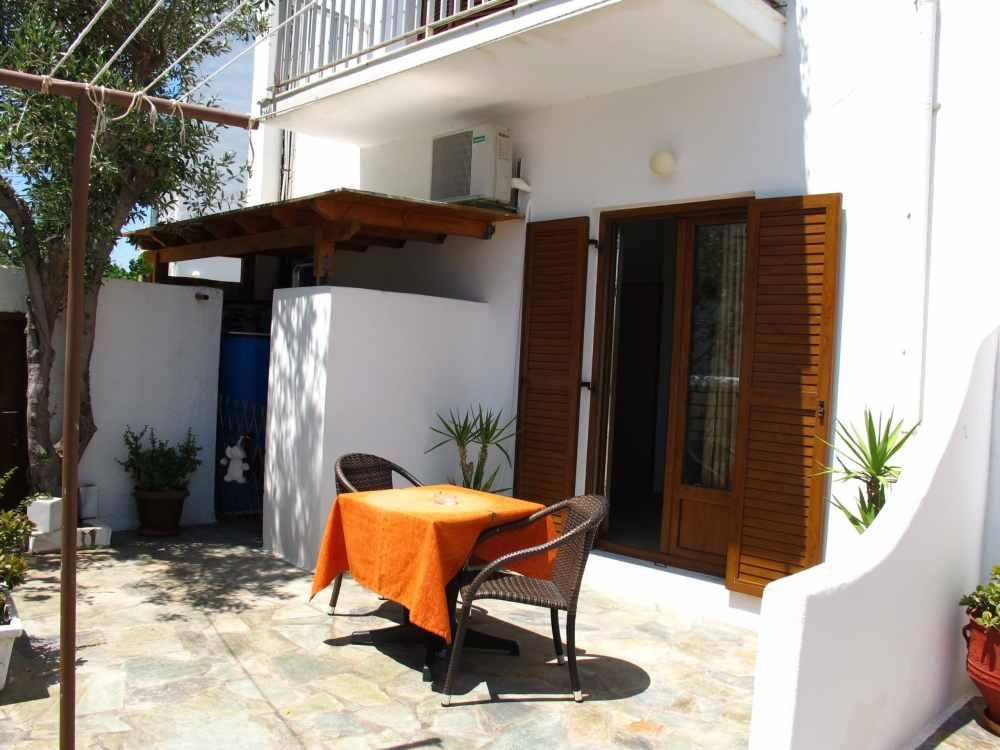 Terrasse de ma chambre à Vassiliki rooms, Paros