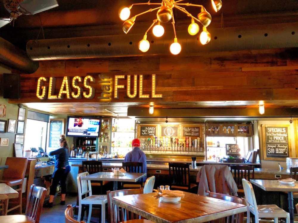 Le Pub Murphy's Law dans le quartier The Beaches à Toronto. Parfait pour le brunch et les soirées animées