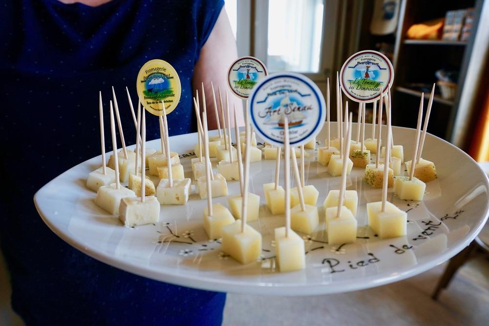 Vivre au rythme des saveurs: Fromagerie Pied-de-vent, dégustation des fromages, Îles de la Madeleine