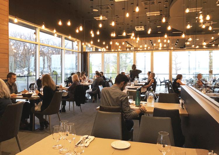Le Greg Bistro & Bar de l'hôtel La Cache du Lac Champlain à Venise-en-Québec, Montérégie, Québec