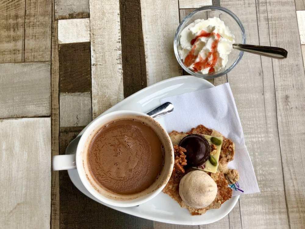 Chocolat chaud gourmet à la Chocolaterie Yves Thuriès de Rochefort