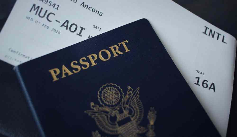 Passeport et billet d'avion sur Pexels