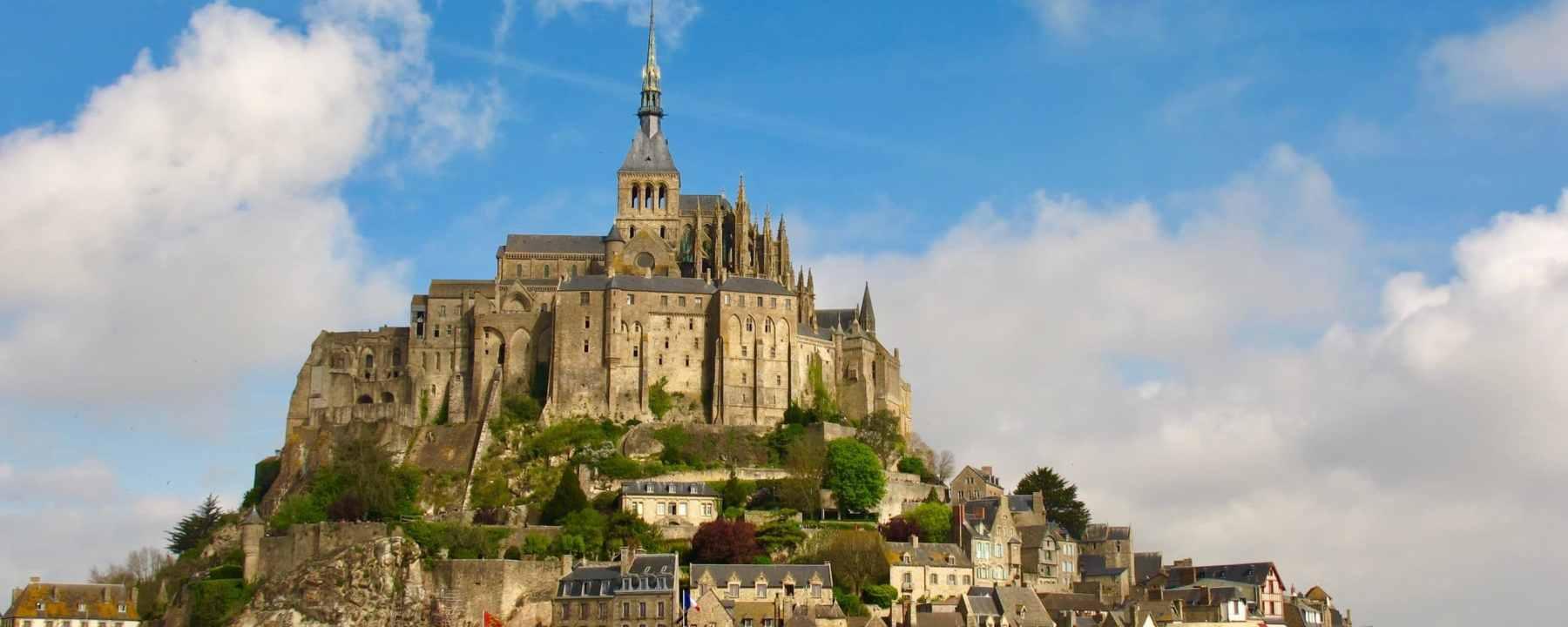 Le Mont St-Michel à marrée basse, en Normandie, France