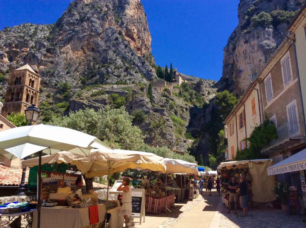 Village de Moustiers Ste-Marie où l'on fabrique la faience, France, Provence