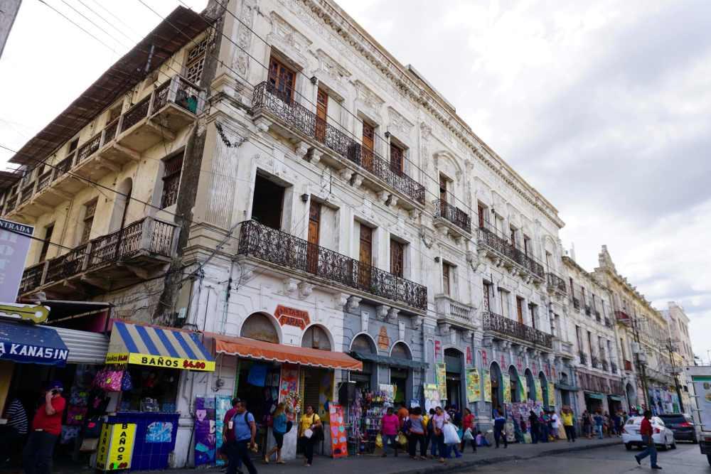 Le Mercado Lucas de Gervès à Mérida au Mexique, un marché public très diversifié.