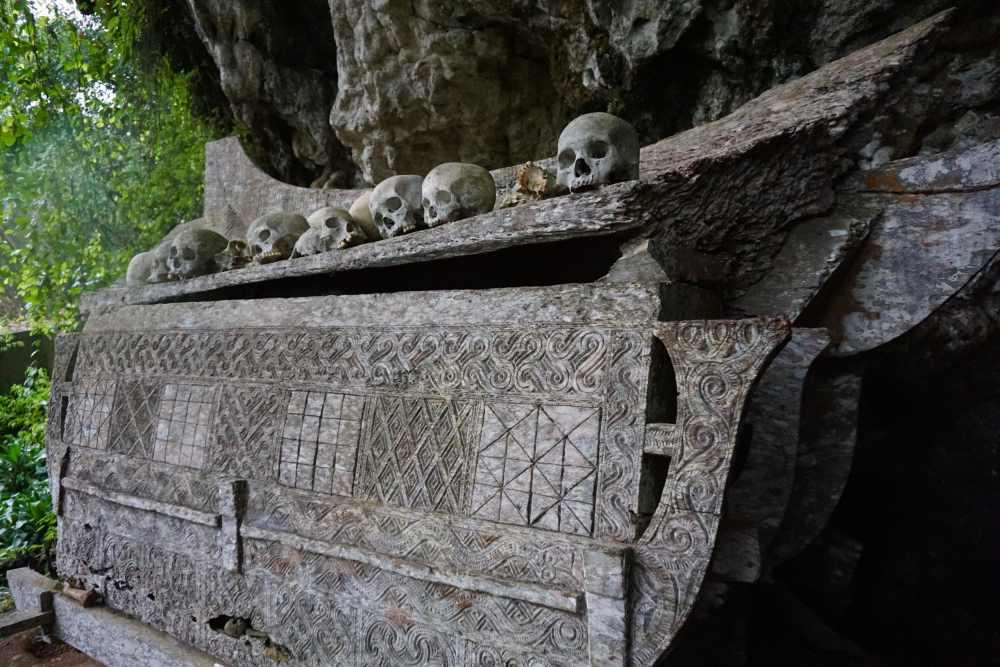 Cercueils en pierre dans le Toraja Sulawesi