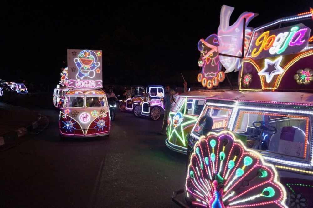 Alun Alun Kidul et sa parade de voiturettes colorées à Yogyakarta Java Indonésie