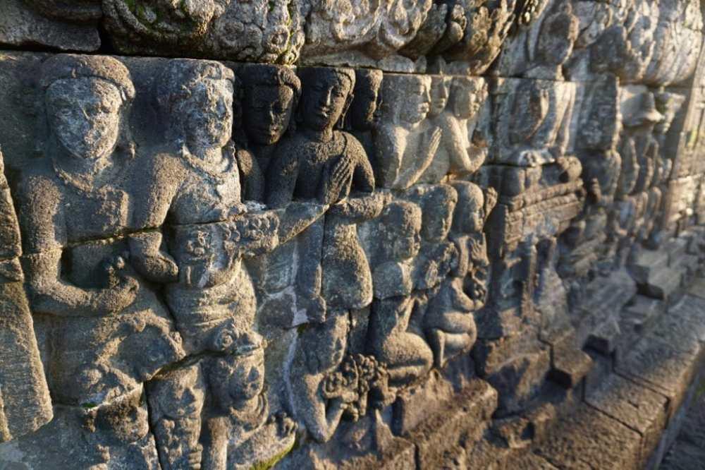 Les gravures sur les murs du temple de Borobudur Java Indonésie
