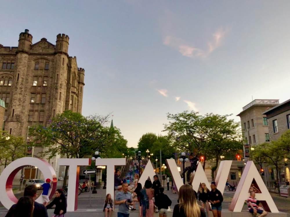 Signe Ottawa et ses touristes