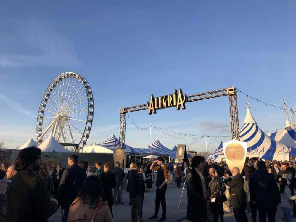 Alegria du Cirque du Soleil dans le Vieux Port de Montréal