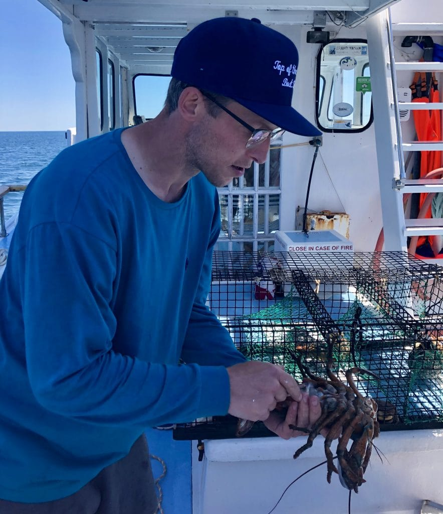 Steve de Top of the Island Tour avec un homard Grand Manan