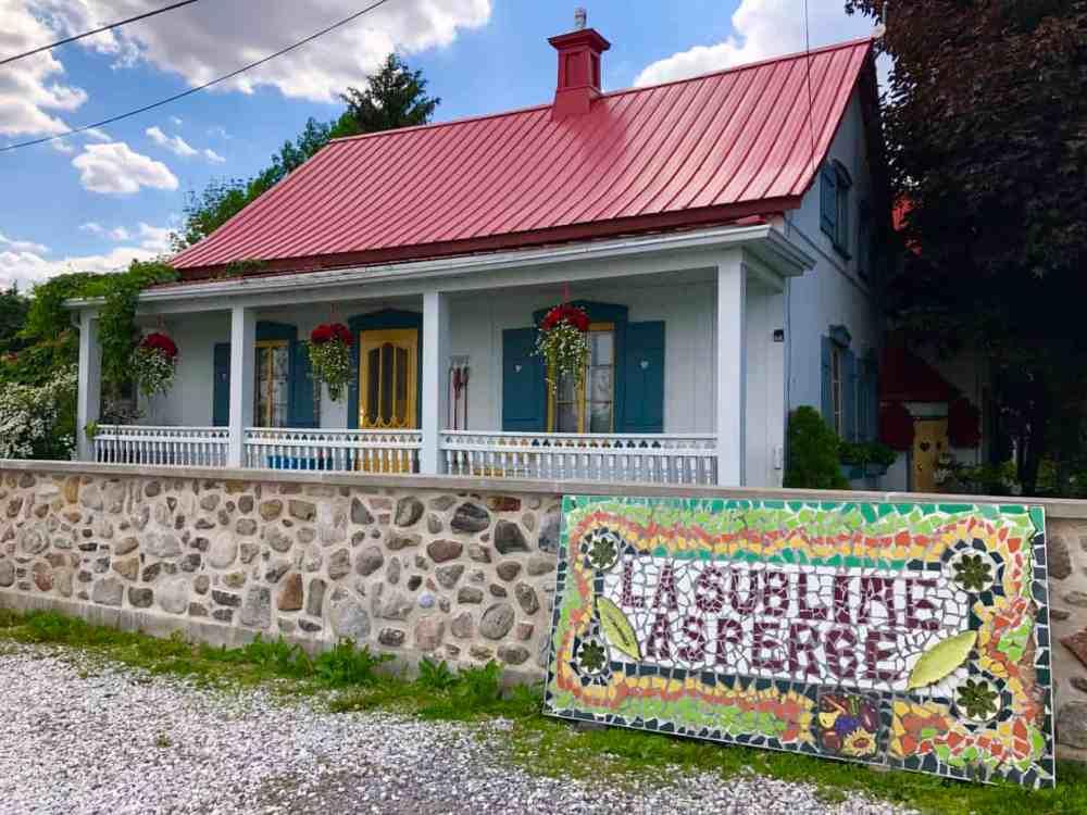 La maison de la sublime asperge en Montérégie, où l'on peut acheter et voir la culture d'asperges.