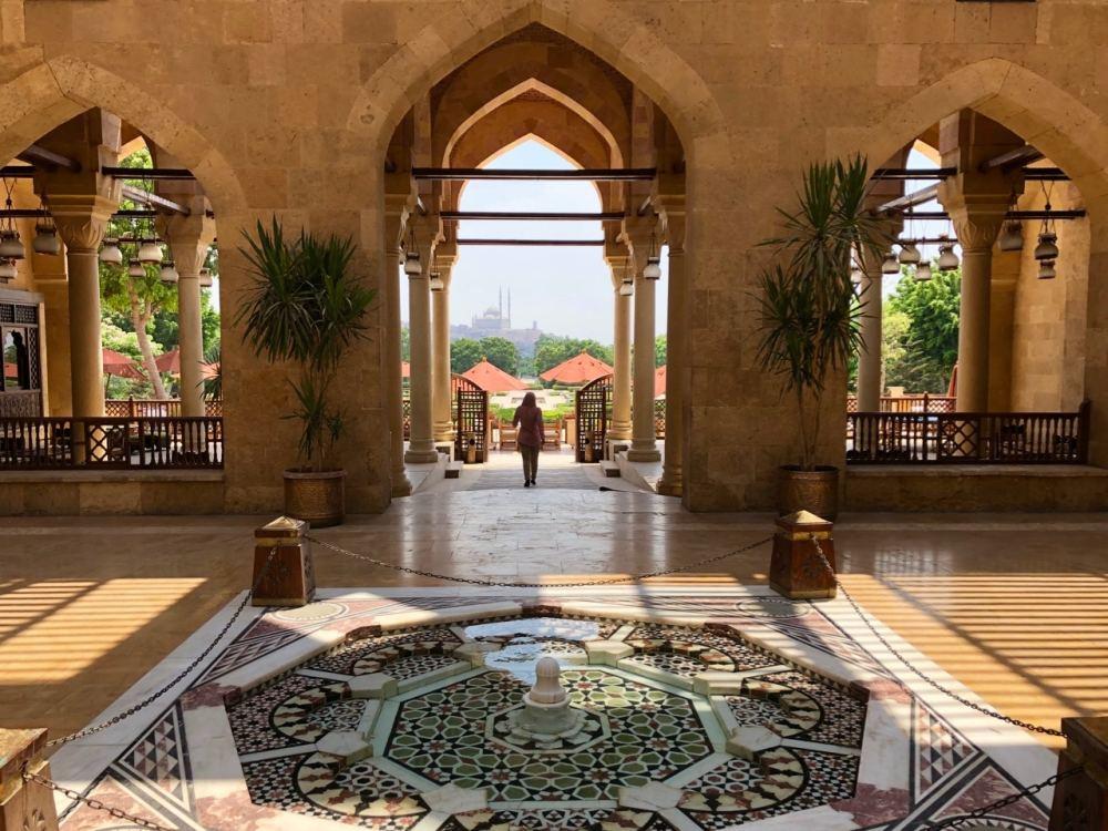 Entrée du restaurant au parc Al-Azhar au Caire, Égypte