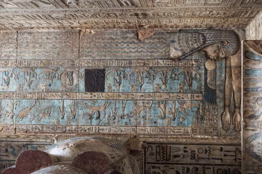 Le plafond et ses représentations astrologiques du temple de Dendara en Égypte