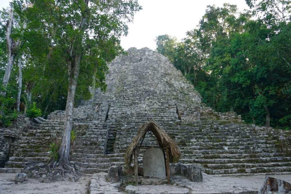Temple sur le site archéologique de Coba au Mexique