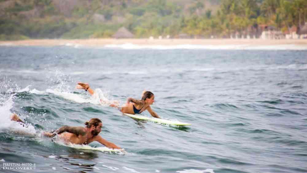 Alexandra et Julien surfent la vague autour du monde