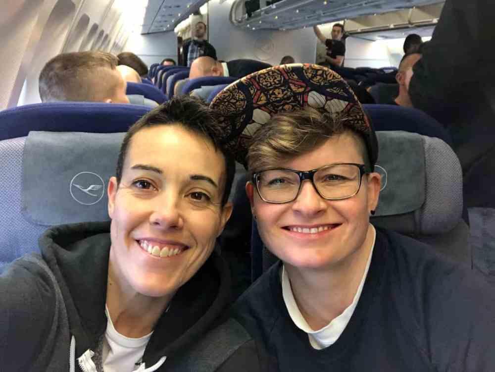 Corinne et Stefanie Tomber en amour à l'étranger