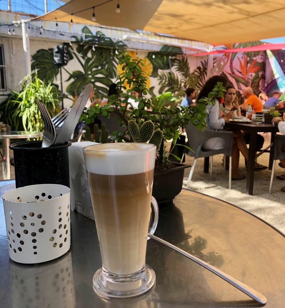 Café vanille sur la terrasse du El Nicho de Puerto Morelos