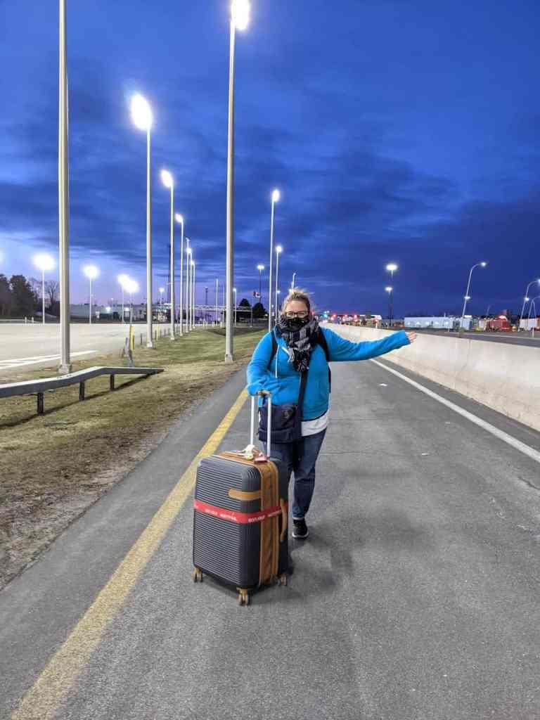 Mon arrivée aux douanes, à pied!