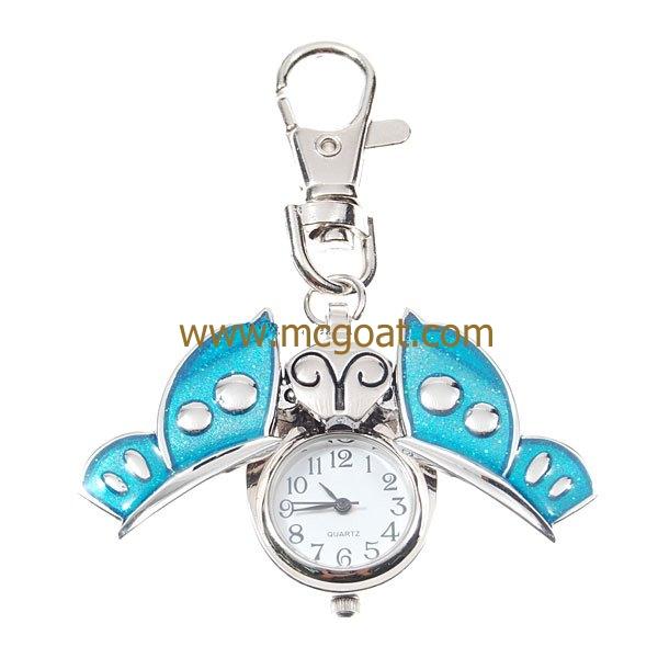 Kulcstartó-óra világos kék lepkés