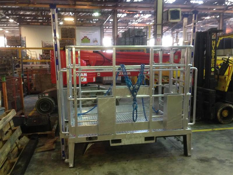 Maintenance - Passerelle de maintenance amovible dédiée aux presses à coulage aluminium pour l'industrie automobile