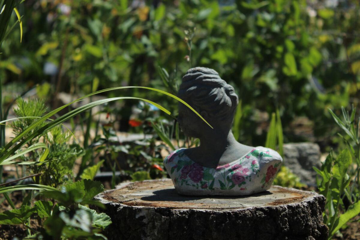 Garden head decoration
