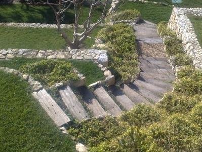 ESCALIERS EN POUTRE DE CHEMIN DE FER  Escaliers de jardin
