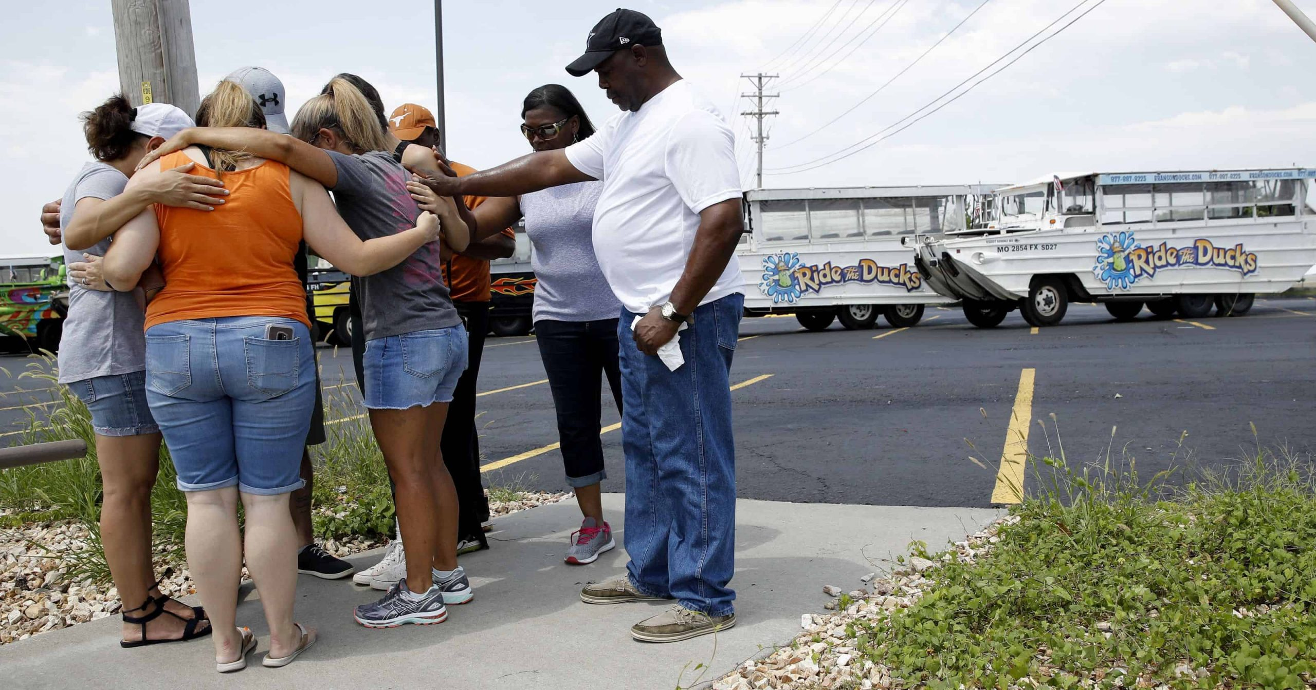 9 family members among the 17 dead in Missouri duck boat accident