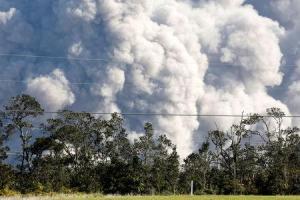 Hawaii faces new threat from volcano – gassy, glassy laze