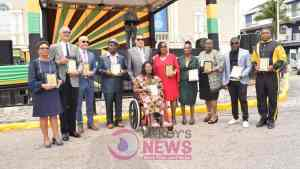 Several Persons Received Independence Awards