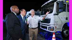 Industry Minister Lauds Partnership to Deliver Heavy-Duty Trucks