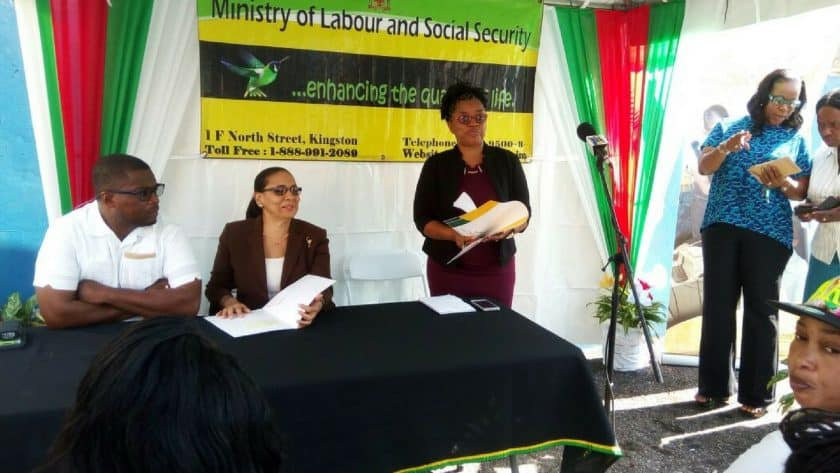 Minister of Labor Distributes Cheques