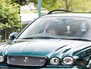 Viral Photo – Queen Elizabeth Driving a Green Jaguar