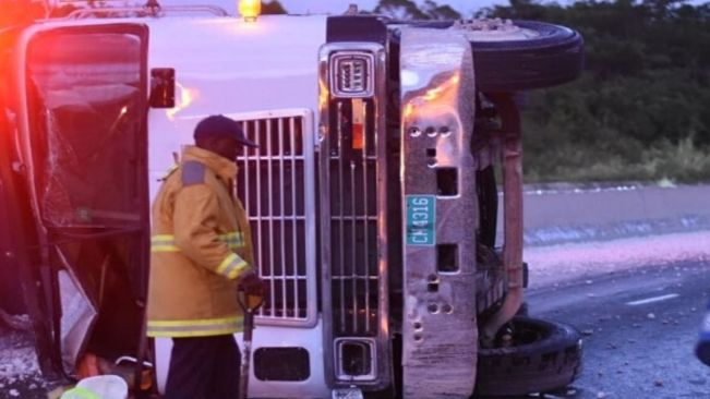 Gravel, Oil Spilled from Haulage Truck on Edward Seaga Highway