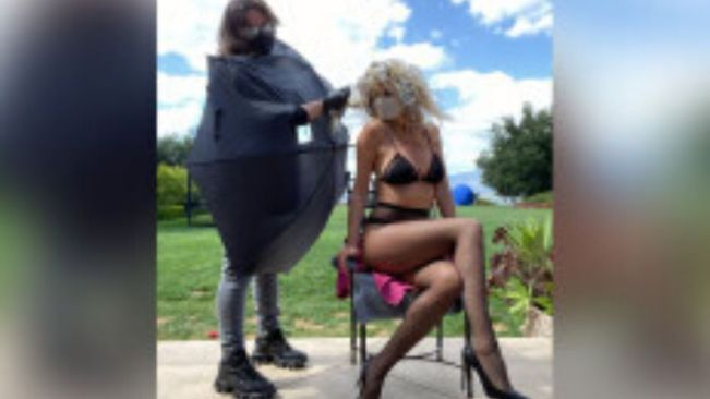 Heidi Klum poses in lingerie while getting 'social distancing highlights'