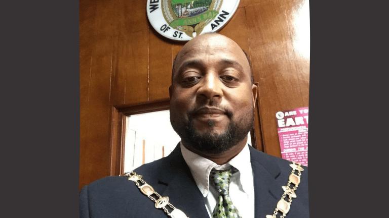 Mayor Belnavis to resign - Breaking News