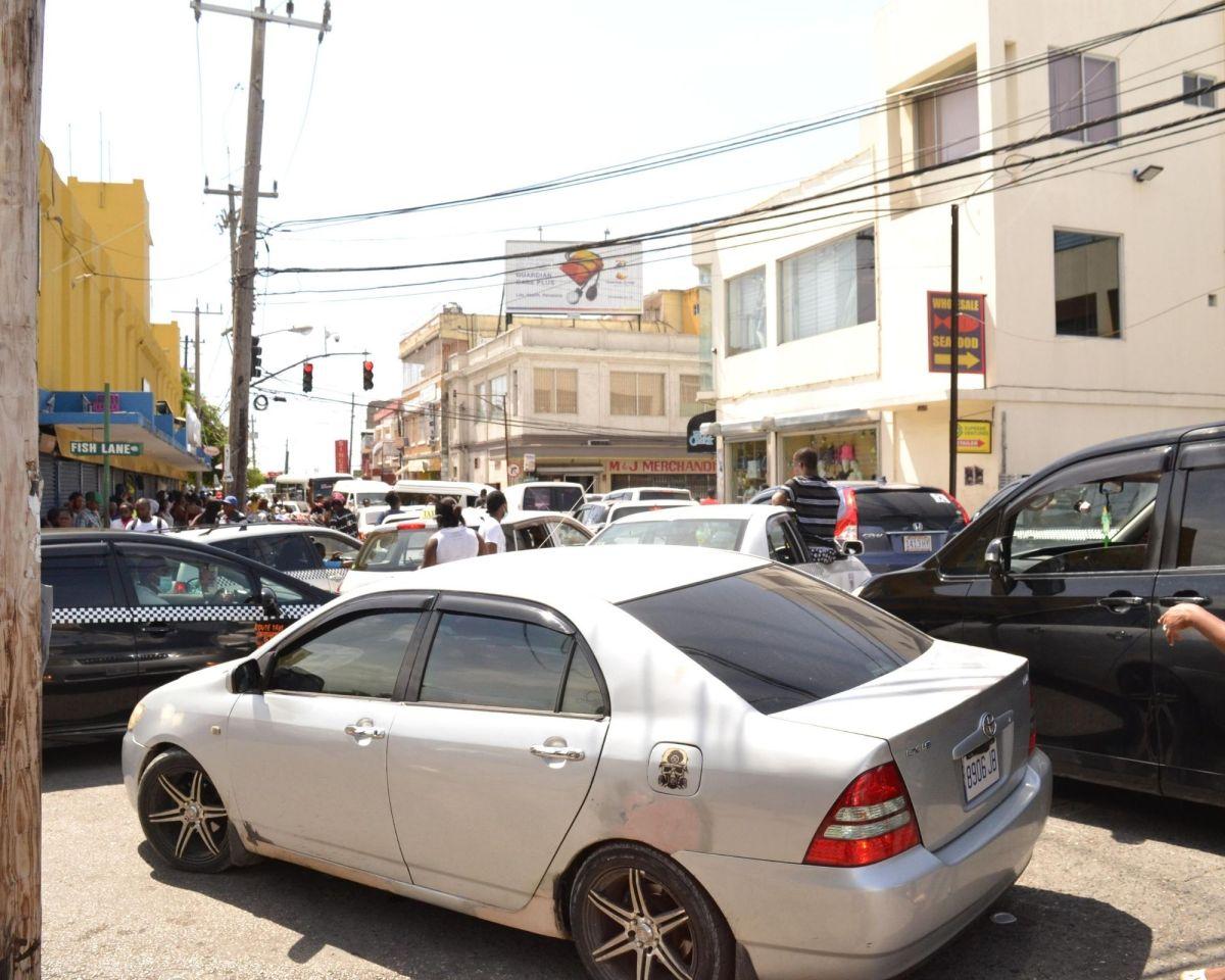 Traffic snarl ties up MoBay