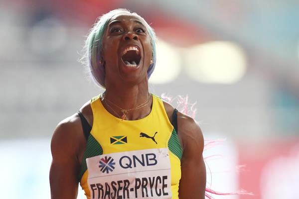 Fraser-Pryce, Digicel & GraceKenndy Donate 50 tablets to national online learning program