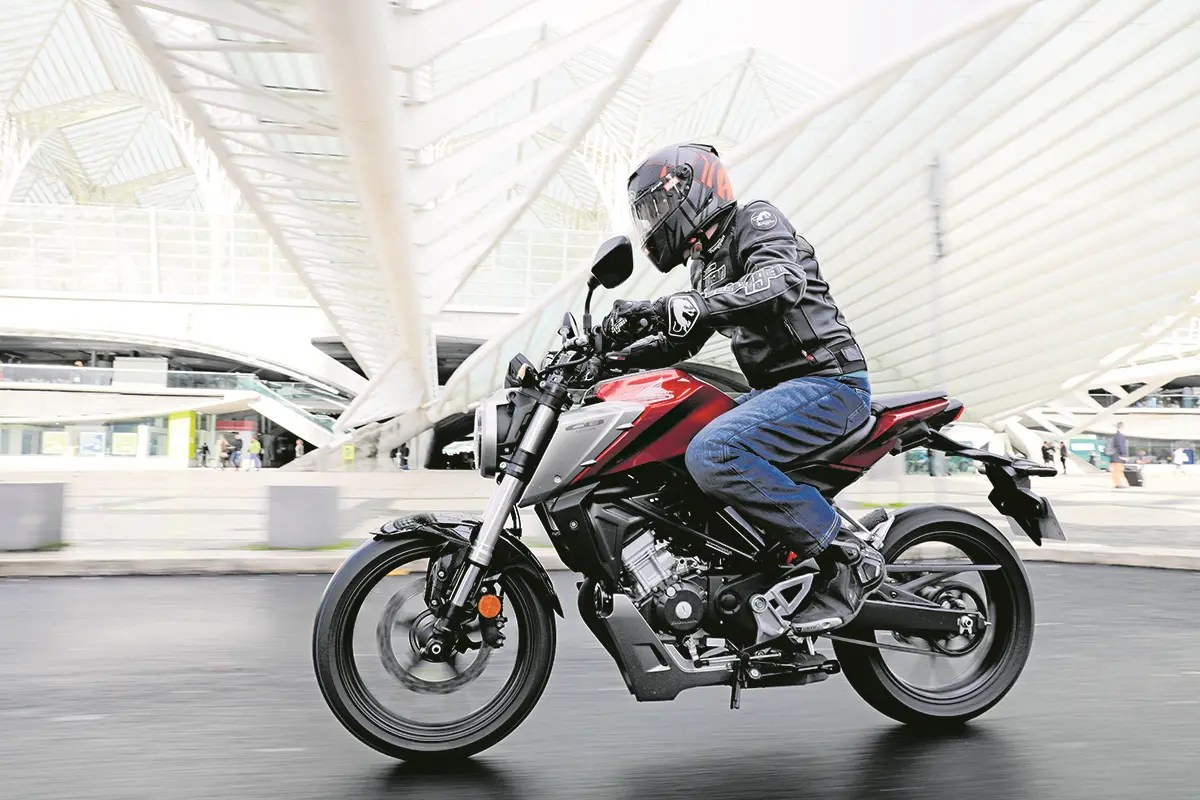 hight resolution of honda add a sophisticated touch to the sporty naked 125 class