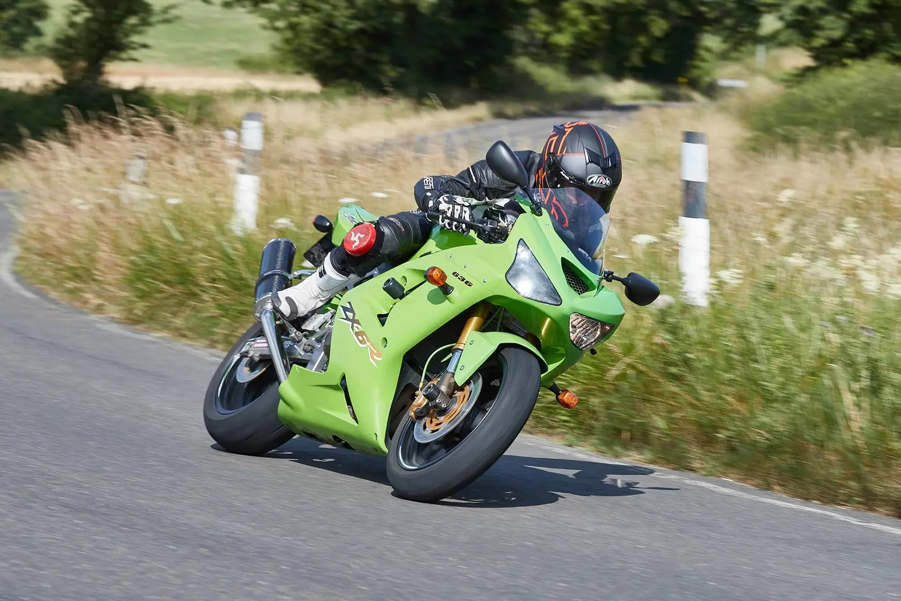 hight resolution of the 2003 kawasaki zx 6r was the most radical yet