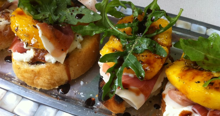 Grilled Appetizer – Peach, Prosciutto and Ricotta Crostini