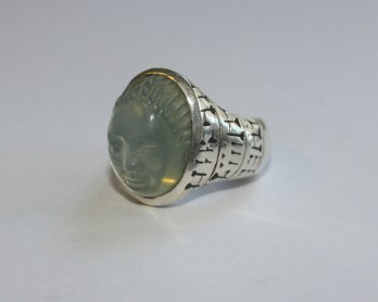Ring with face: Silver, moonstone