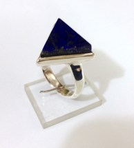 Ring with Irregular Lapis Lazuli triangle: silver, lapis lazuli