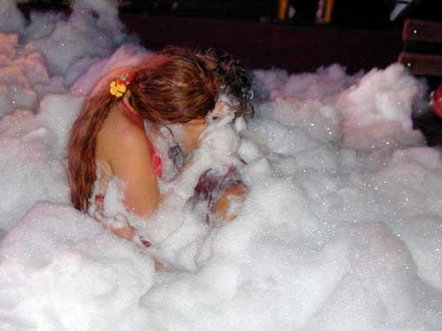 foam-party-a9l2