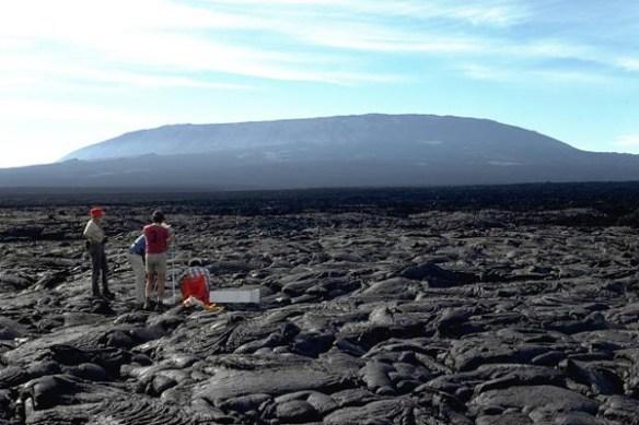 fernandina_volcano_ecuador_photo_chuck_wood_1978_si