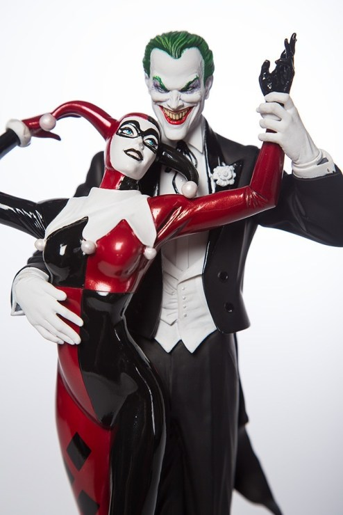 one version of the Harley Quinn and Joker costumes