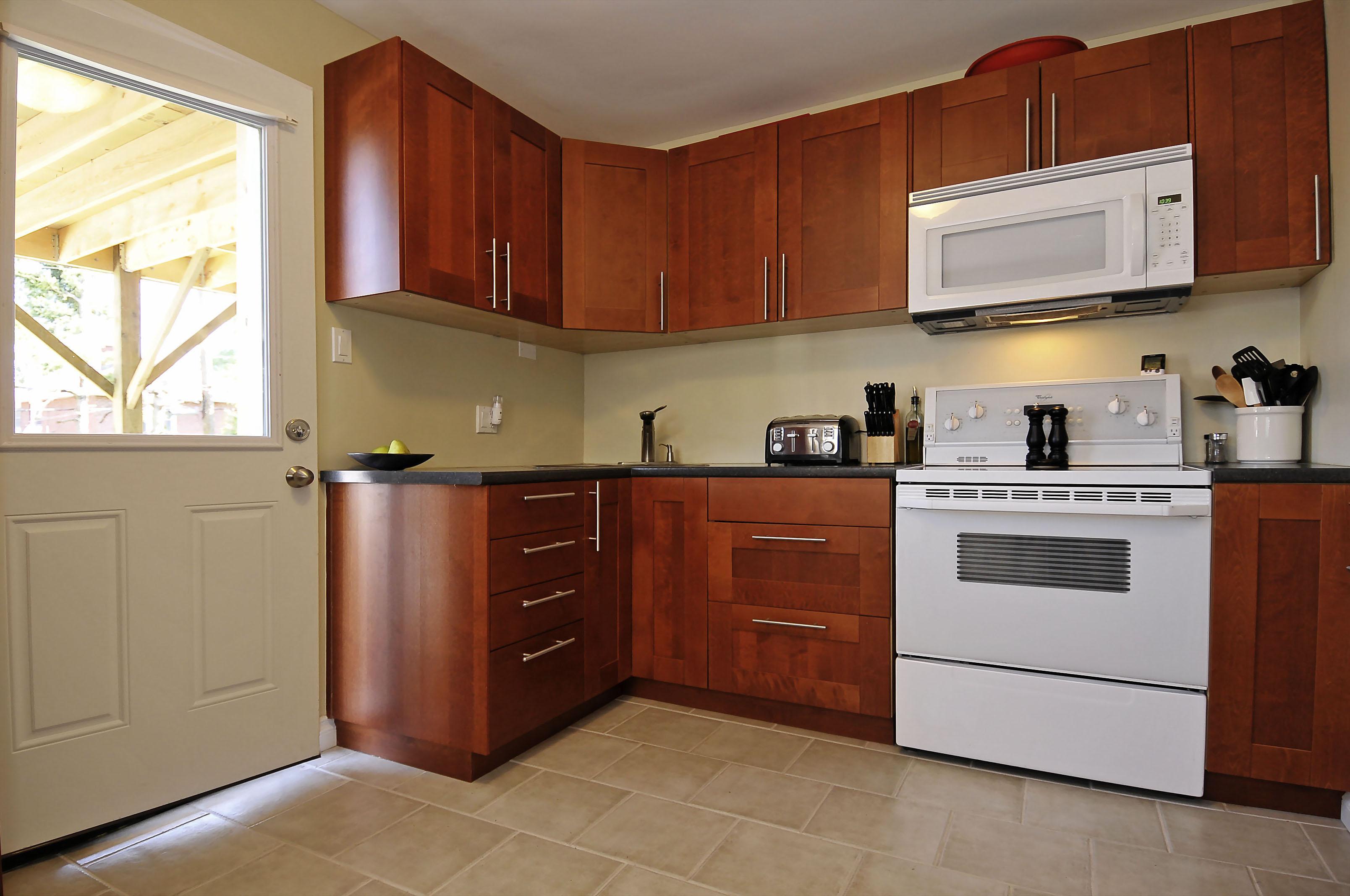 1-1127 Richard main floor kitchen