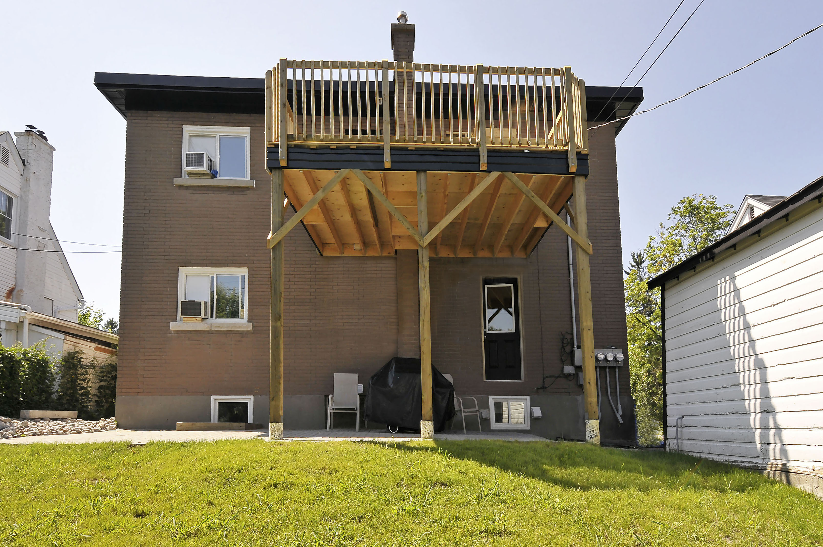 2-1127 Richard Avenue second floor back yard patio